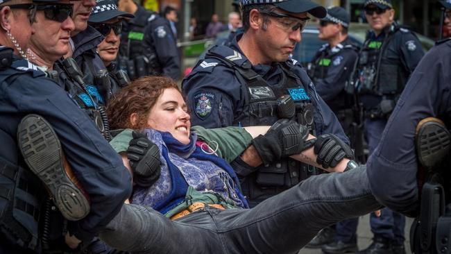 """australia-pushes-new-measure-to-detain-covid-""""conspiracy-theorists"""""""