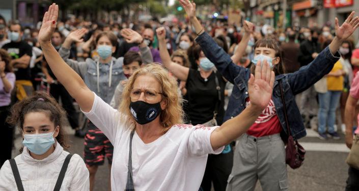 """""""keine-ghettos"""":-tausende-protestieren-gegen-corona-absperrungen-in-madrid"""
