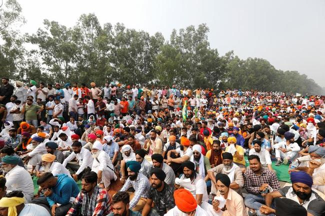 """""""they-don't-care-about-us""""-–-indian-farmers-block-roads-as-demonstrations-flare-up-over-farm-bill"""
