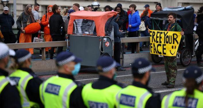 tausende-menschen-demonstrieren-in-london-gegen-corona-masnahmen