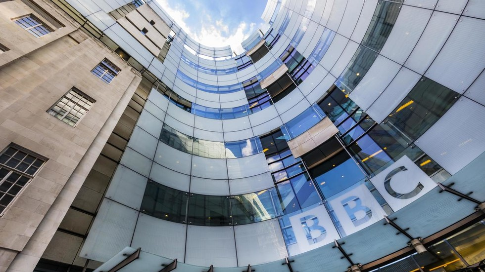 bbc-exodus:-britons-reportedly-overwhelm-phone-lines-&-website-in-rush-to-cancel-tv-licenses