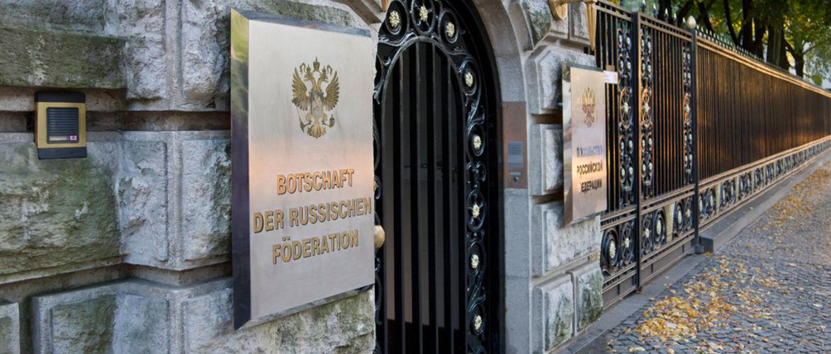 nawalny-als-der-neue-skripal:-verquere-britische-version-als-blaupause-fur-die-bundesregierung-|-kenfm.de