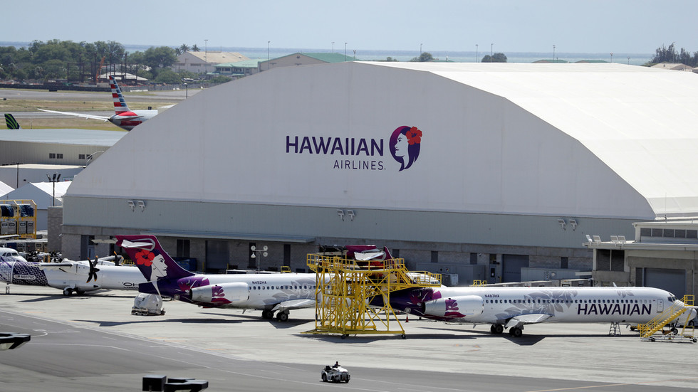criticism-as-us-lawmakers-fly-to-hawaii-luxury-resort-for-conference-as-americans-are-told-to-avoid-travel-due-to-covid-19