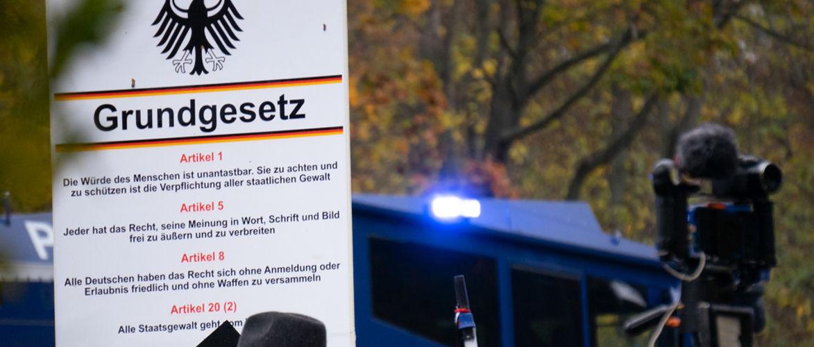merkel-lasst-verhaften-brutaler-burgerdialog-in-corona-zeiten-|-kenfm.de