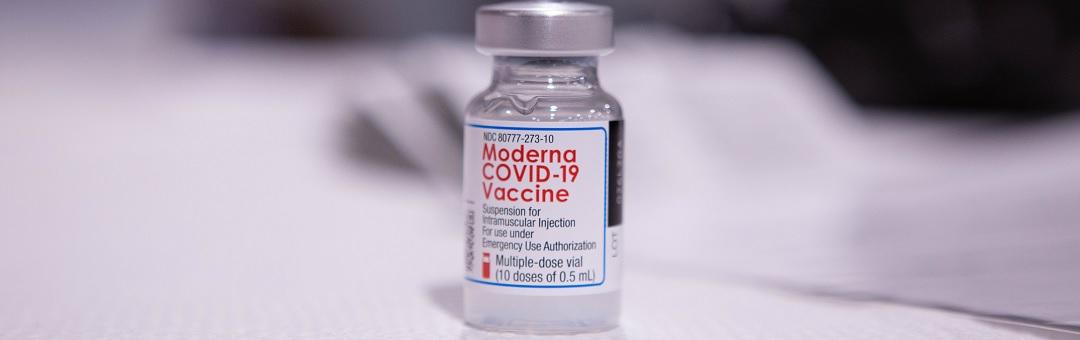 pastoor-past-voor-'chemisch'-coronavaccin:-'kans-op-20-tot-30-bijwerkingen'
