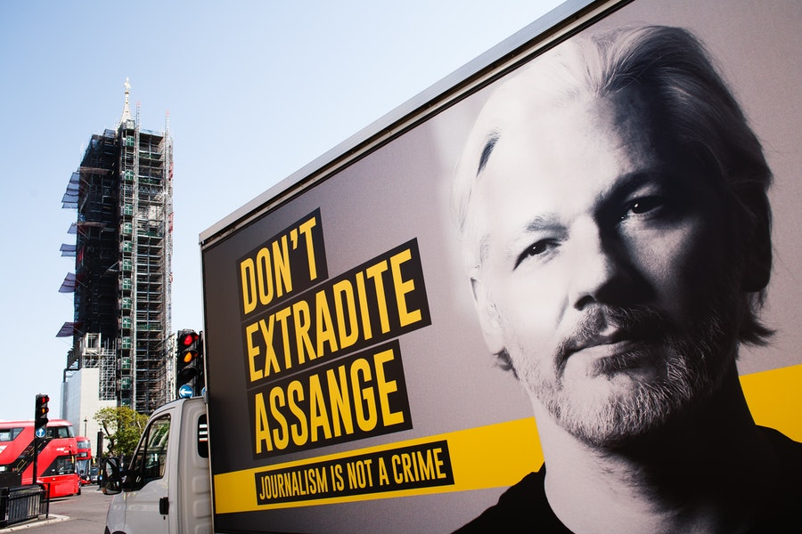 the-kafkaesque-imprisonment-of-julian-assange-exposes-us.-myths-about-freedom-and-tyranny