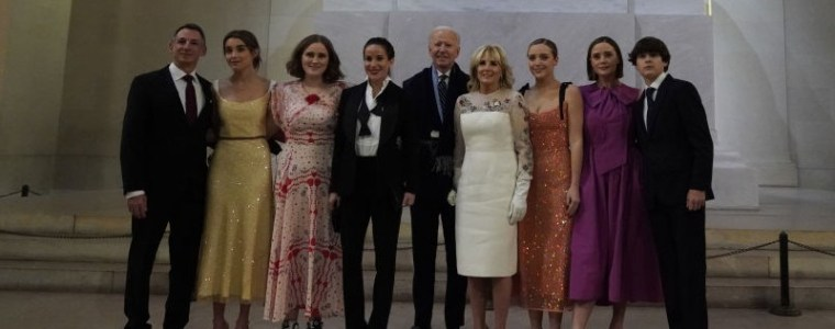 biden-violates-his-own-mask-eo-by-failing-to-wear-mask-for-photo-op