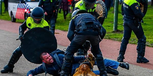 politie-leeft-zich-uit-tijdens-manifestatie-malieveld-met-'wappies-meppen'-–-de-lange-mars-plus
