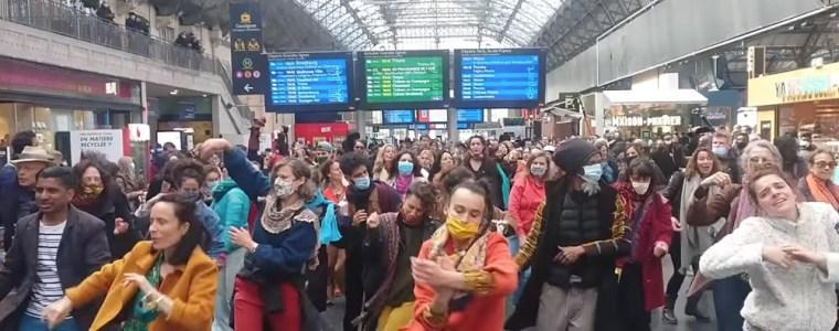 """""""wir-wollen-weiter-tanzen""""-–-in-frankreich-wachst-der-kreative-protest-gegen-die-corona-masnahmen"""