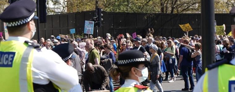 media-oorverdovend-stil:-'1-miljoen-mensen'-lopen-mee-in-vrijheidsmars-londen