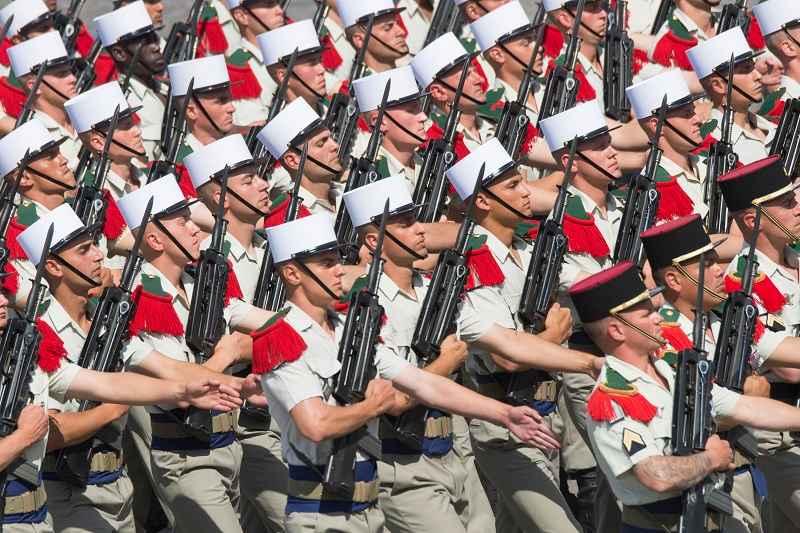 nog-een-groep-franse-militairen-publiceert-open-brief-met-kritiek-op-de-schijndemocratie-–-politici-zijn-marionetten-van-globalistische-elites-–-frontnieuws