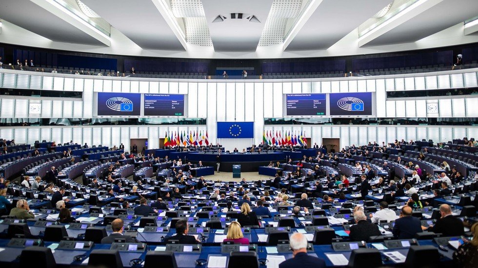 eu-parliament-report-says-regime-change-needed-in-russia,-recommends-brussels-launch-propaganda-tv-channel-to-help-it-happen