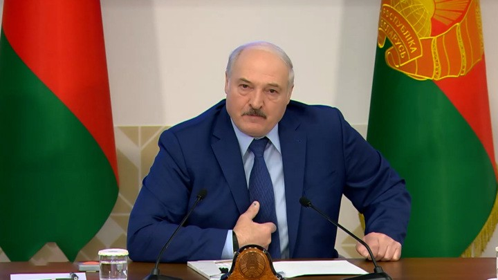 migranten-und-transit-von-waren:-lukaschenko-kundigt-reaktion-auf-eu-sanktionen-an-|-anti-spiegel