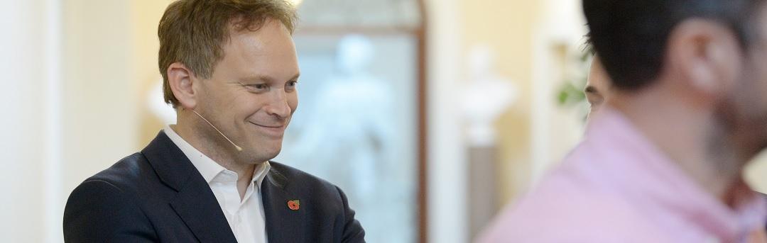 britse-minister:-volledig-gevaccineerden-hebben-veel-grotere-kans-om-corona-te-krijgen