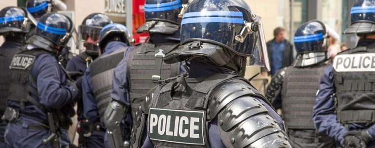 uw-gezondheidspas-alstublieft:-franse-politieagenten-vallen-restaurantgangers-lastig