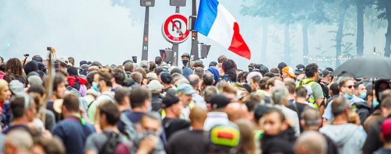 enorme-protesten-voor-medische-vrijheid-in-londen,-parijs-en-berlijn:-'ze-blijven-maar-doorgaan-en-doorgaan'