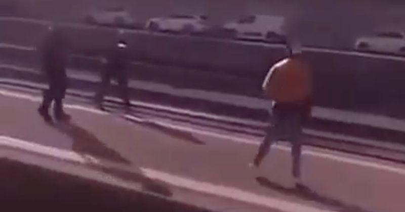 zwitserse-politie-schiet-meszwaaiende-verdachte-dood-die-'bad'-op-treinplatform