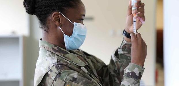 200.000-ongevaccineerde-militairen-krijgen-tijdelijk-huisverbod-omdat-commandanten-degenen-bedreigen-die-covid-19-vaccins-weigeren