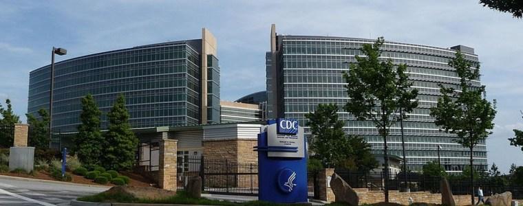 terwijl-covid-zelfs-gevaccineerde-mensen-blijft-infecteren,-verandert-het-amerikaanse-cdc-in-het-geheim-de-definitie-van-vaccins