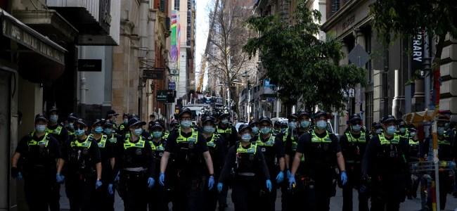 het-stadscentrum-van-melbourne-is-afgezet-om-te-voorkomen-dat-demonstranten-de-stad-binnenkomen.