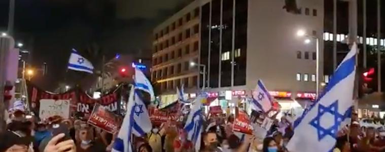 video's:-israeli's-komen-in-opstand-tegen-vaccinatiepaspoort-nadat-ze-te-horen-hebben-gekregen-dat-ze-meer-vaccinaties-nodig-hebben-om-als-'volledig-gevaccineerd'-te-worden-beschouwd