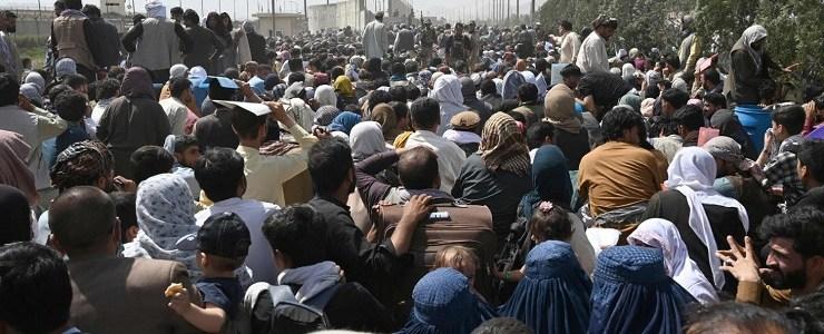 de-wereld-wacht-op-een-toename-van-de-stroom-afghaanse-vluchtelingen-en-op-een-onderzoek-naar-de-acties-van-de-westerse-coalitie