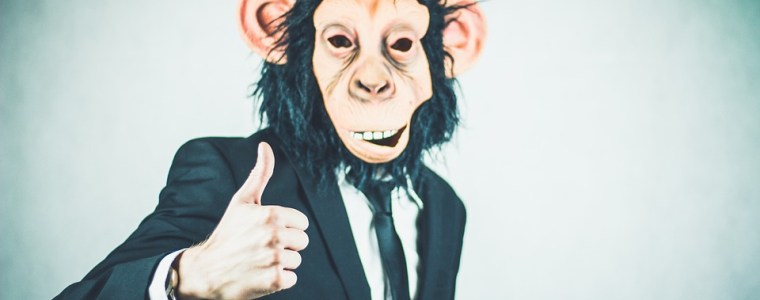 we-worden-geregeerd-door-apen-met-pr-firma's:-aantekeningen-van-de-rand-van-de-verhalende-matrix