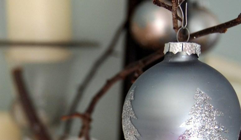 Simple Christmas Mantel Decor (Branches & Bulbs)