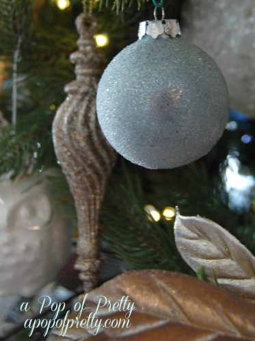 Neutral Christmas tree decorating ideas