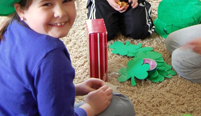How to Make a Leprechaun Trap! {St Patricks Day Fun}