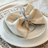 tie napkins bows featured image 560x350