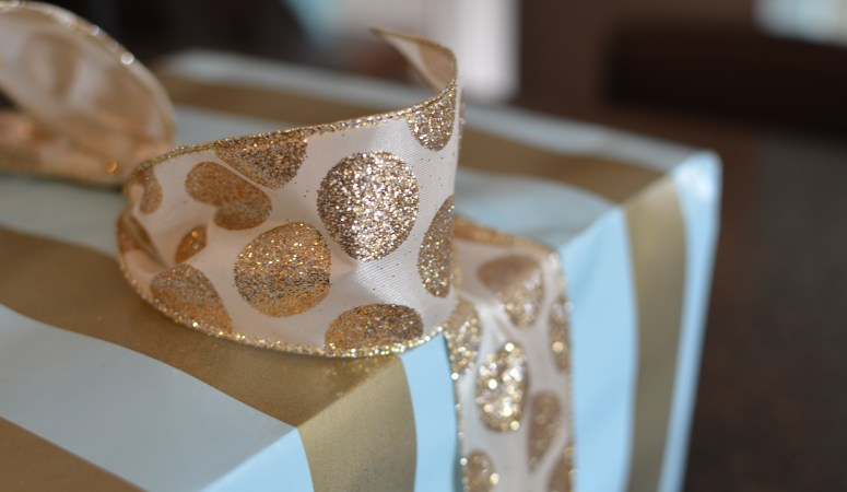 Wrapping Tips for Pretty Gifts {Live, Love, Lux}