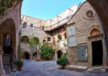 Το ξακουστό μοναστήρι της Κρήτης που θυμίζει φρούριο (φώτο)