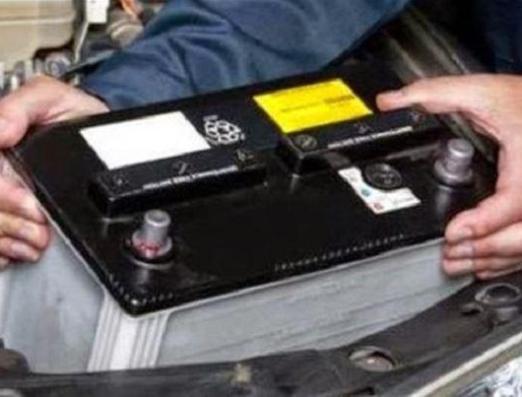 Χειροπέδες σε νεαρούς που έκλεψαν τις… μπαταρίες από φορτηγά