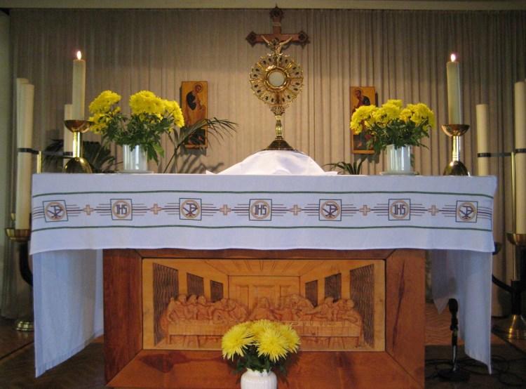 Eucharistische aanbidding in de Apostelkerk, Beverwijk