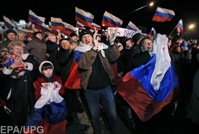 """Многие крымчане """"сидят на чемоданах"""" и планируют уехать в Украину"""