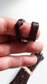 The best quality Vanilla beans should wrap around your finger without breaking.