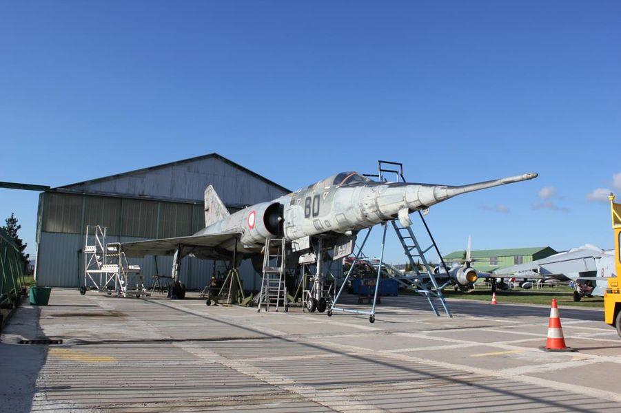 un avion du musée aviation chasse montélimar ancone