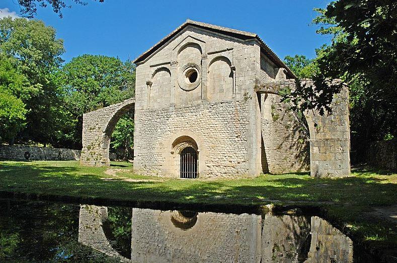 Le Val des Nymphes et on église à la Garde Adhémar