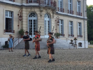 Three MacGillivray pipers entertain at Château de la Bôve
