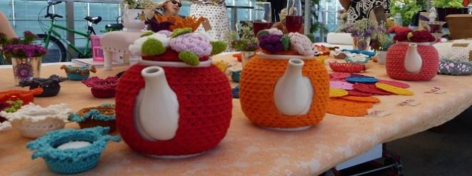 De kleurige theemutsen van de gezelligshop.