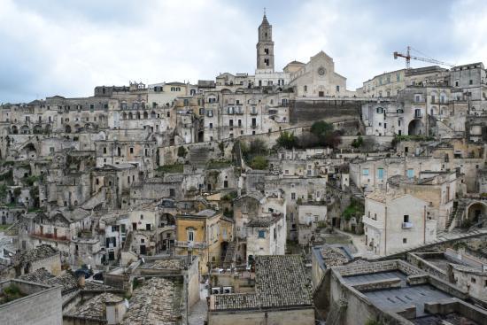 Restare di sasso: elogio della provincia italiana