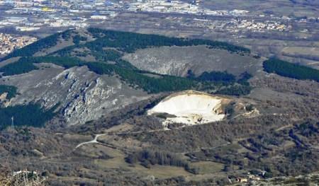 Le Doline di Ocre, già candidate a divenire Riserva Naturale Statale, sono ora proposte dai Comuni di Ocre e dell'Aquila come punta di diamante del futuro Parco Nazionale del Velino Sirente
