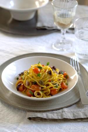 Tonnarelli alla puttanesca :: Sale e Pepe Magazine | Recipe and Food Styling: Orsola Ciriello Kogan | Styling: Cristina Gigli | Photo: ©SerenaEller