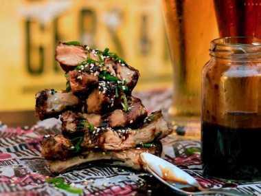Ribs de cerdo en salsa BBQ de miso y jengibre