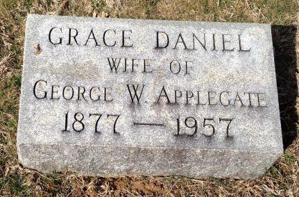 Grace Daniel Applegate headstone