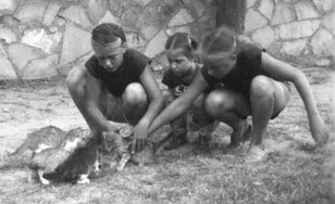 Grace, Barb, Sue in Monahans, 1950