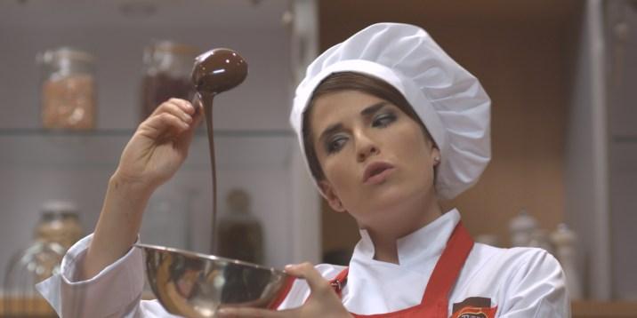 "Karla Souza ""Me Late Chocolate "" Videocine"
