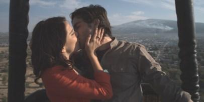 "Karla Souza y Osvaldo Benavides ""Me Late Chocolate "" Videocine"