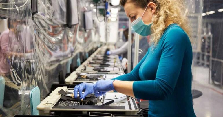 В последнем отчете Apple об ответственности поставщиков подробно описаны меры безопасности при COVID, компания не обнаружила случаев принудительного труда или использования детей